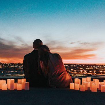 Kuinka tekniikka voi lisätä romanttista iltaa kotona